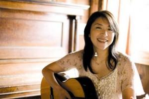 甜甜的抒情,优美的钢琴曲,低低的吟唱:Ninnananna ninna 小野丽莎