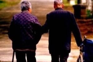 一直欣赏这样一种爱情:执子之手,与子偕老