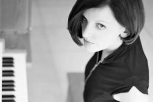 无与伦比的美丽、轻松、俏皮的音乐:Impossibly Beautiful – Julie Feeney