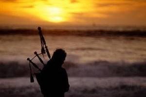 西班牙风笛与法语天籁的优美结合:《Yann Derrien》