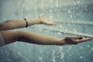 下雨的时候请把手伸出去, 感受雨的气息:《so beautiful》