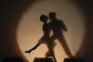 跳跃旋转的节奏,炫动的小提琴:《 Celine Roscheck - Tango Bello》