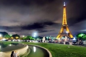 每一个美丽的音符都融入你的心里:《在巴黎的天空下》