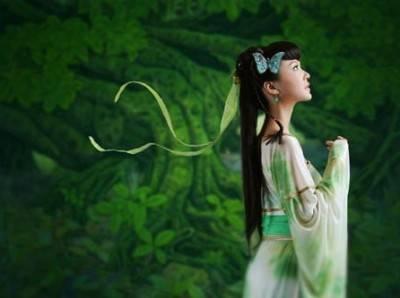 箫声如水,音乐中似有泰戈尔的韵脚,又隐约散发着绿茶的清香:绿野仙踪