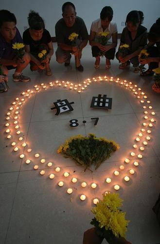 为希望活着、爱让生命坚强。悼念灾难中逝去的人们
