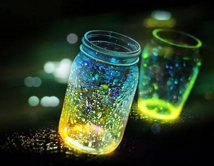 草丛中的点点萤光,似在瞬间齐齐点亮:《星光派对-萤火虫》