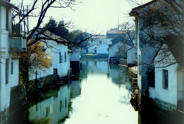 幸福那么近,却那么远,且行且珍惜:《小桥流水人家》