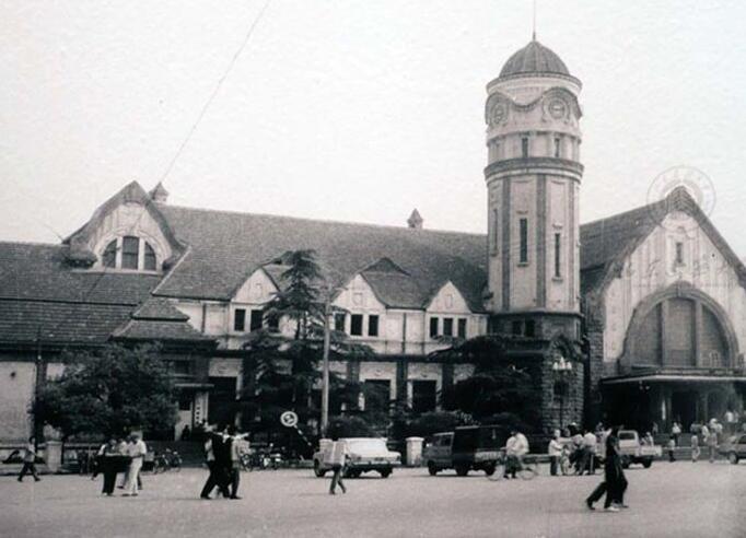 留下老济南火车站,留下那些城墙:《济南济南》