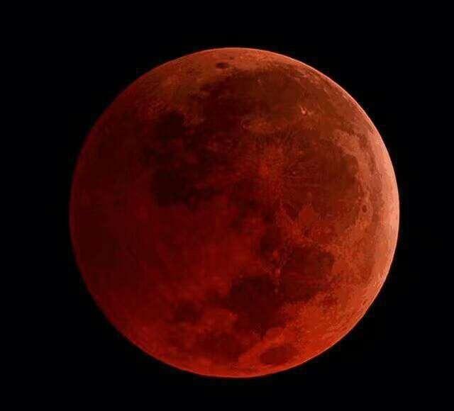 蓝月、超级月亮、月全食:《寂静之夜》