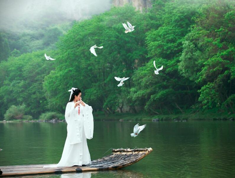 愿我们被这个世界温柔相待:《醉江湖》
