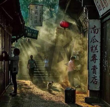迷蒙的晨雾 熟悉的吆喝声:《斜阳石巷》
