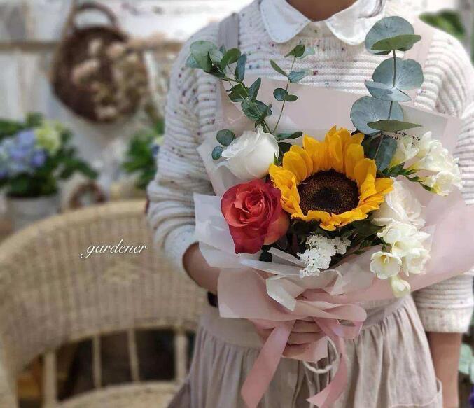 今生卖花 来世漂亮:《清风抱月 》